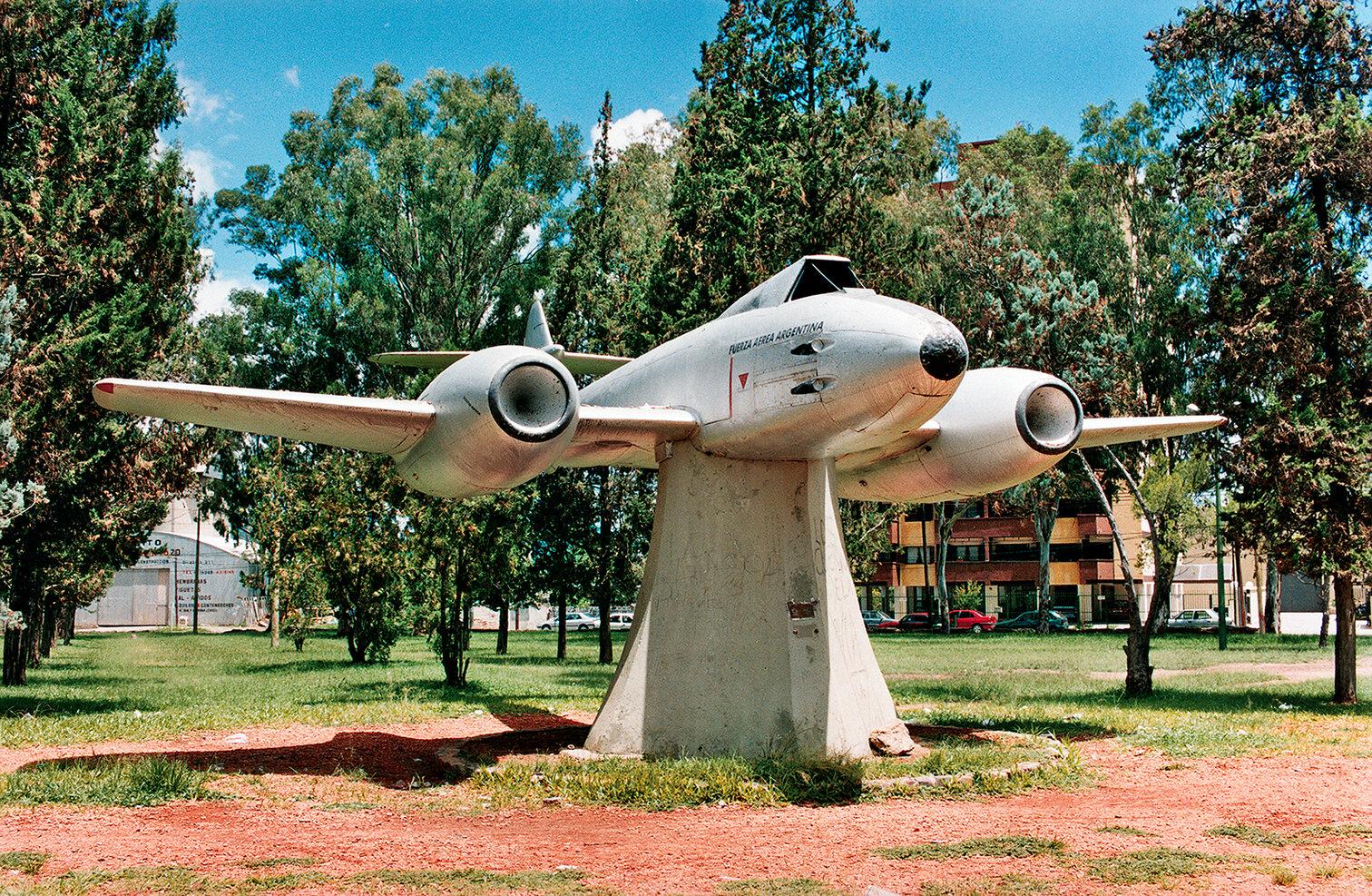 12 Avión-Airplane 2002 copia.jpg