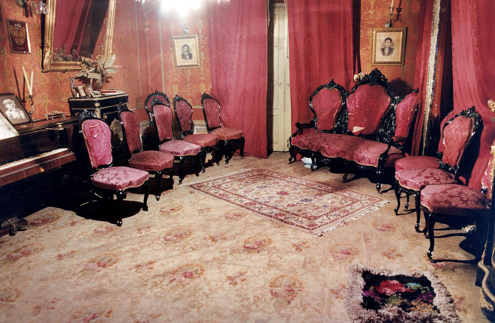26 Sala de la casa de Leguizamón-Leguizamón´s livingroom 2001 copia.jpg