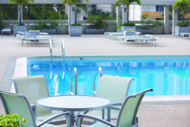 Ala-Moana-Hotel-Pool.jpg