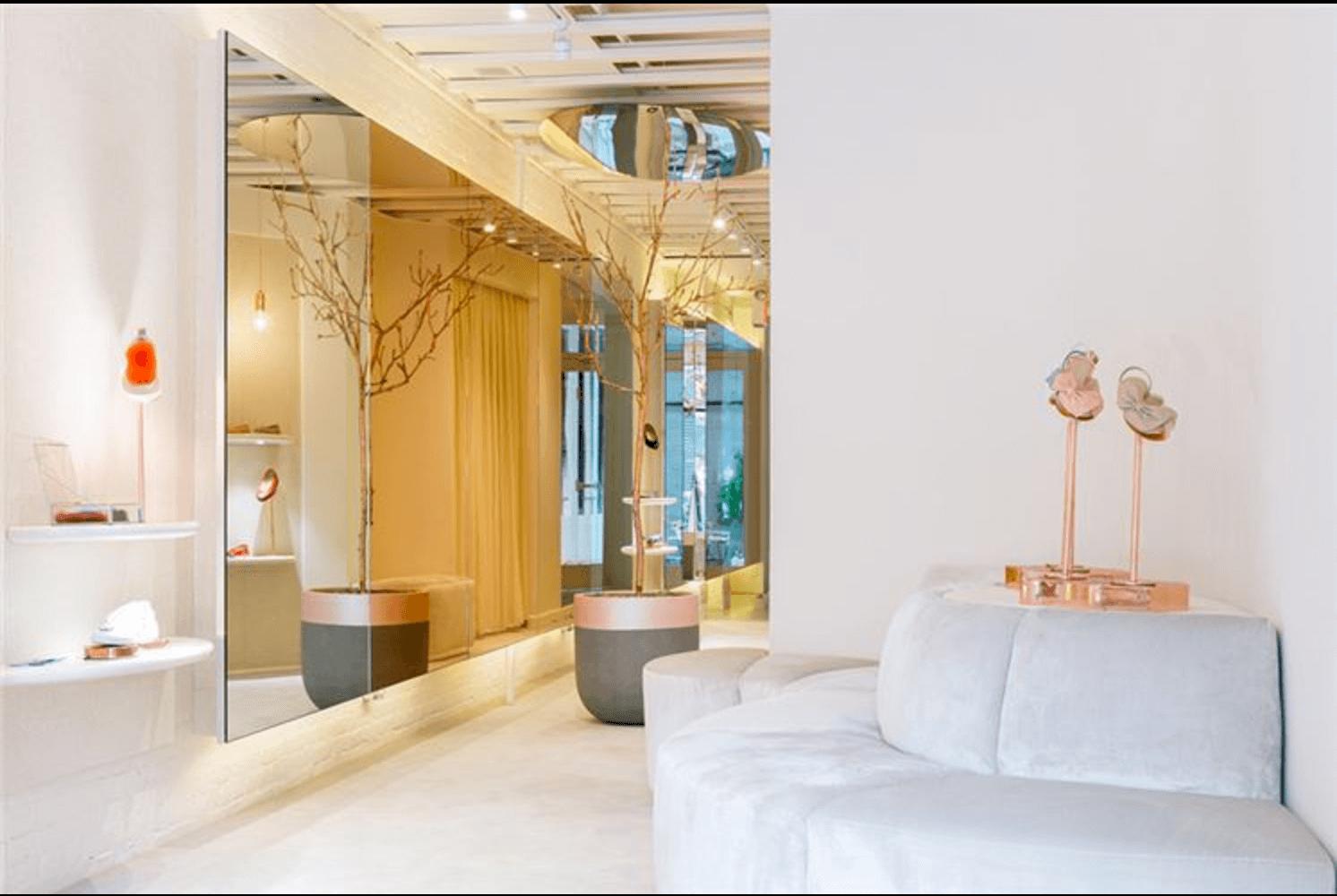 Reflective Mirrors Beautify this Manhattan Apartment