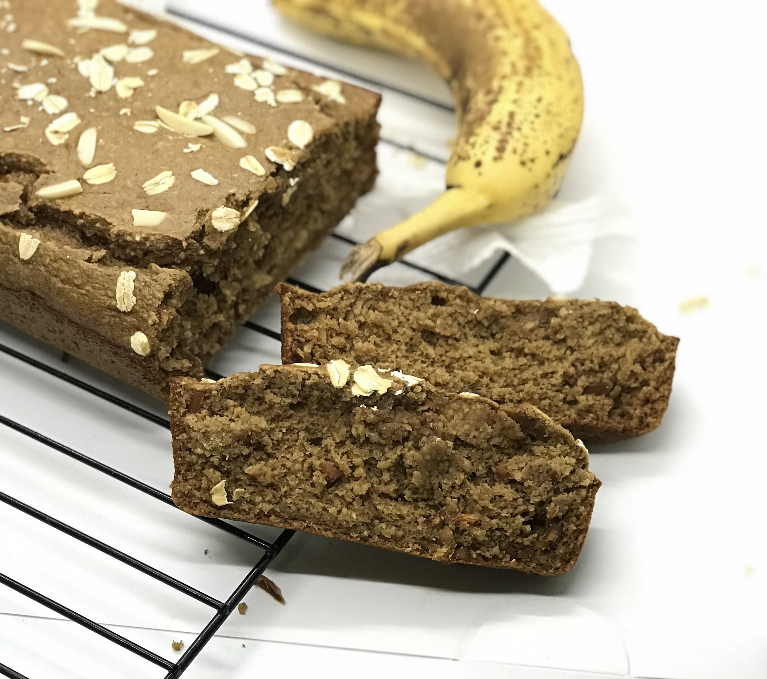 Healthy Toasted Almond Banana Bread. Made with no sugar, no oil, no butter, no flour, just clean ingredients. Perfect for breakfast or a snack.
