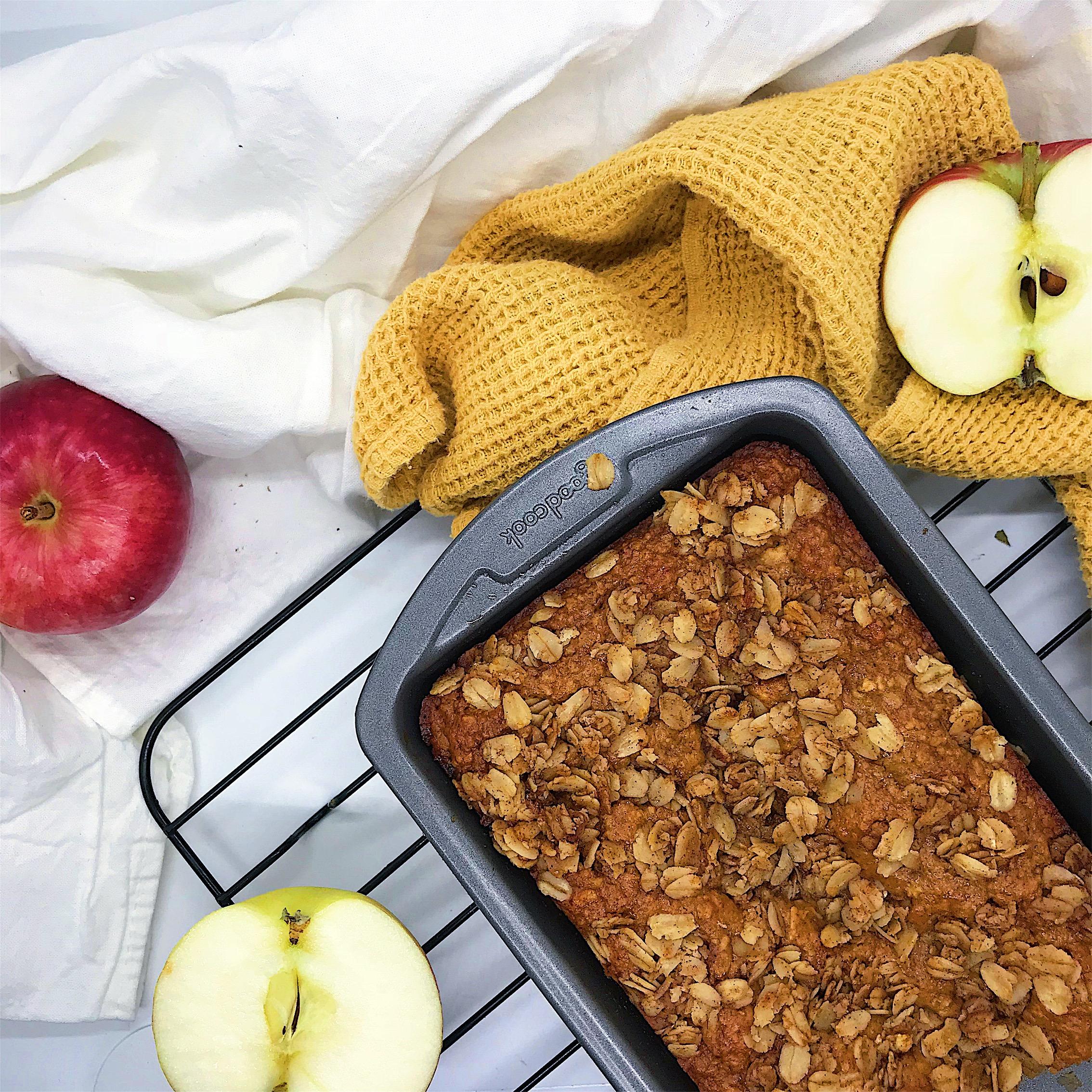 Delicious apple cinnamon bread that tastes like apple crisp! the perfect healthy fall treat.