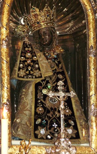 Altoetting black madonna.jpg