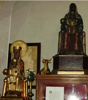 Olot black madonna in sacristy 2.