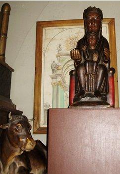 Olot black madonna in sacristy 1