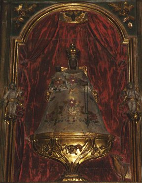 Olot, copy of black madonna del Tura in Sant Esteve