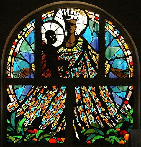 photo of Black Madonna stain glass window: Jean-Rémi Baudot