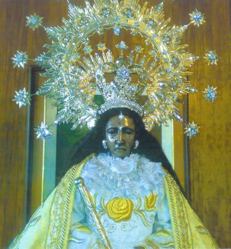 Antipolo black madonna.jpg