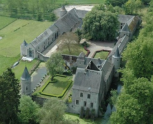 Maillen, chateau from air.jpg