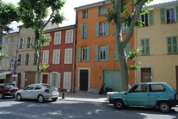 Dei fargerike husa i byen Logroño.