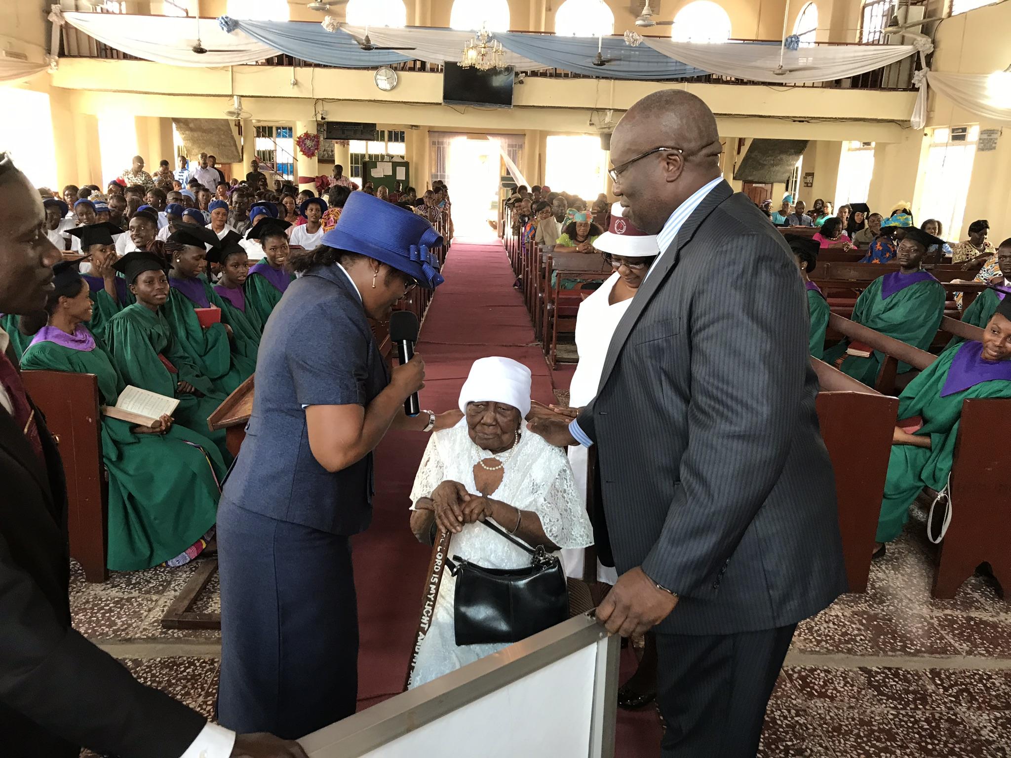Rev. Daisy Gbloh, left, prays the blessing.