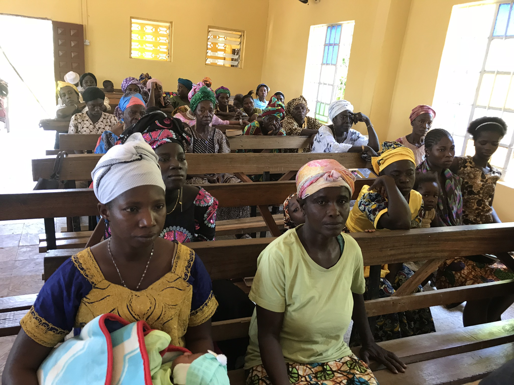 The congregation started thin but filled up as time went by.  In Kono, they speak both Kono and Krio.  And some speak English.  I communicated some with Tamba's family in Krio.