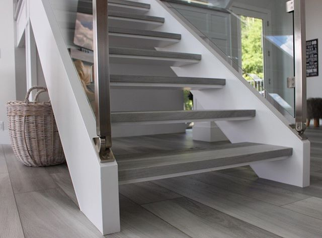 Check out this stair nosing solution for customers looking to install vinyl plank without metal edges. . The seamless look gives this staircase the clean, finished look it deserves. . Nosings custom made by @bfcflooring . . #bmlhomes #yegcustombuilder #yegbuilder
