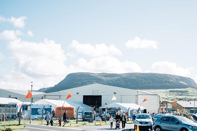 Have you visited Strandhill People's Market? Our location is pretty special ✨  The market takes place against the backdrop of Knocknarea Mountain and under the watchful eye of Queen Maeve.
