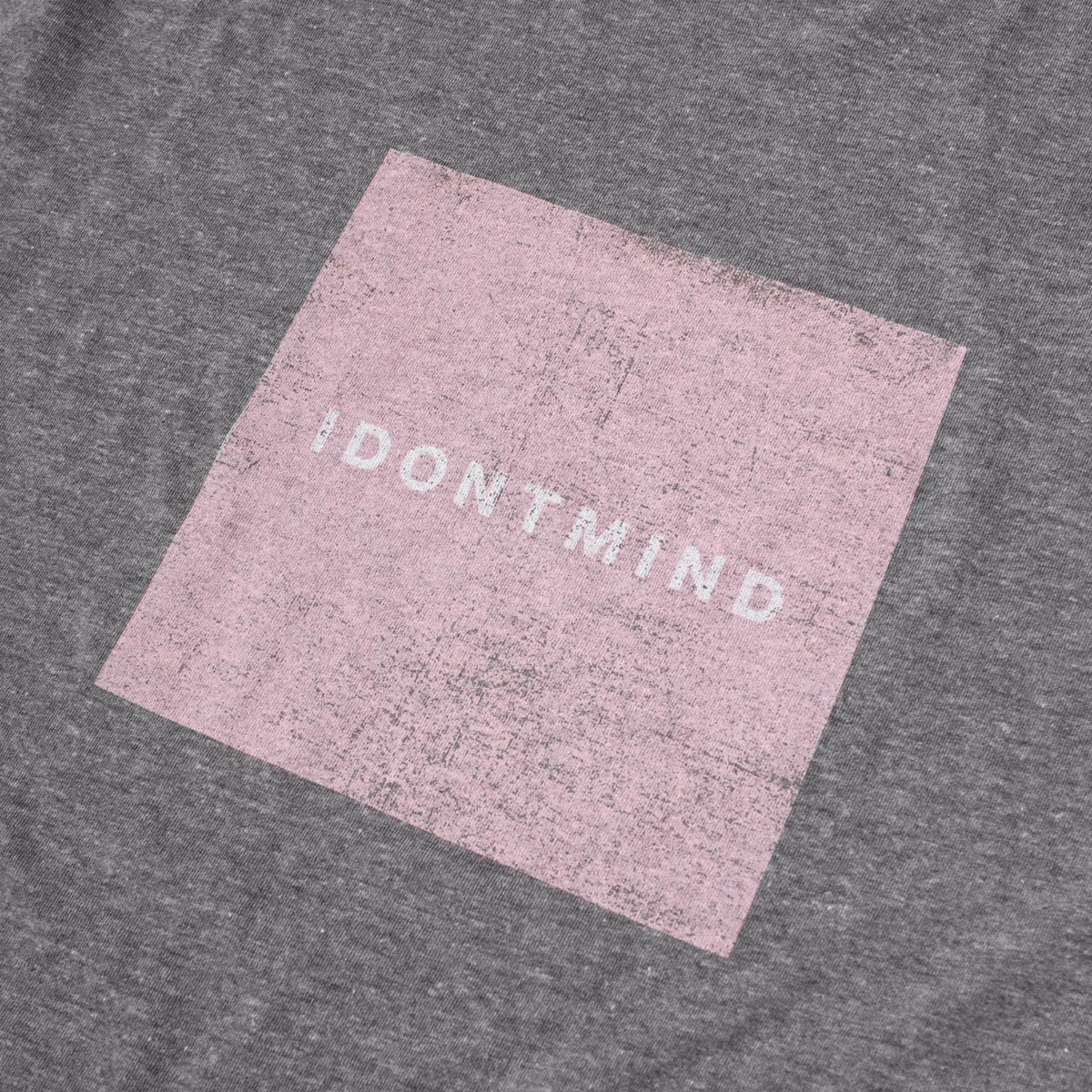 IDONTMIND-Vintage-Square-Tee-Gray-Detail.jpg
