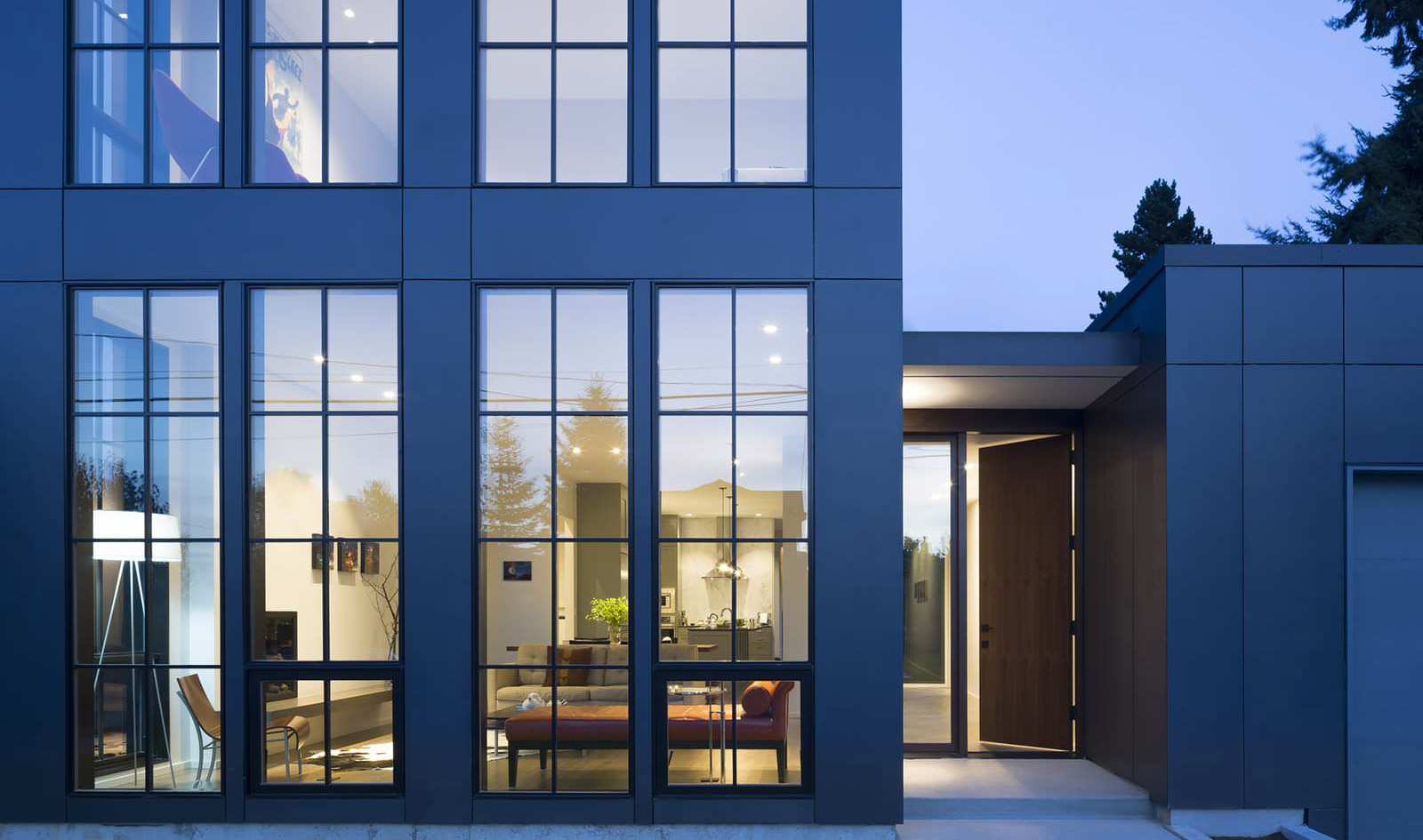 Magnolia MODERN - Situated in the Seattle neighborhood of Magnolia, the goal was to create a modern spacious home with lots of light – a classic yet modern feel, all while managing a limited budget. Economy of structure and materials was exercised.