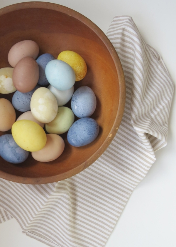 how to chemically free dye eggs for Easter at Foragedhome.com