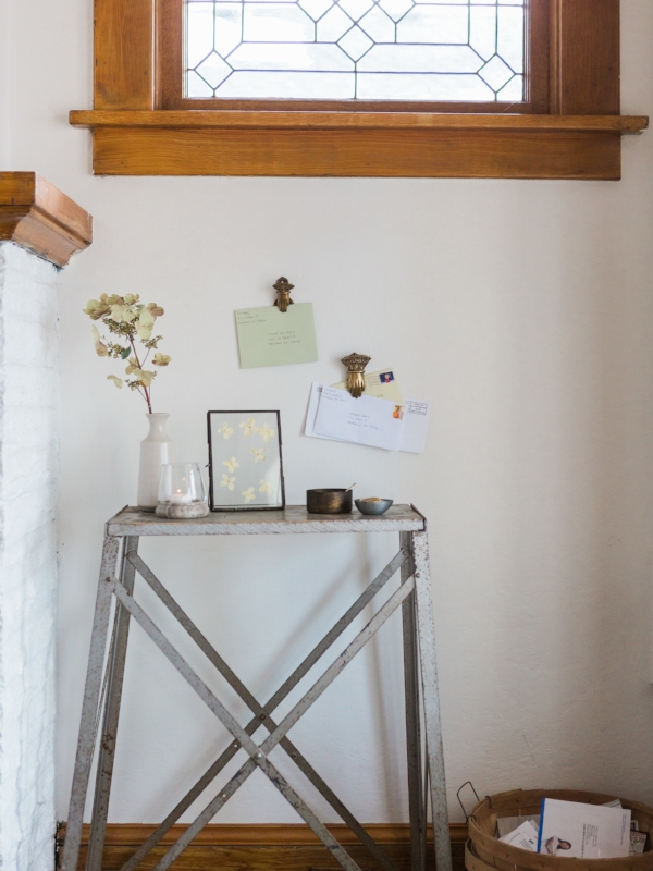 Entryway decor for a minimalist home