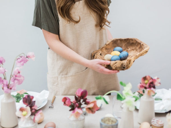 How to naturally dye Easter eggs without toxic chemicals from Foragedhome.com