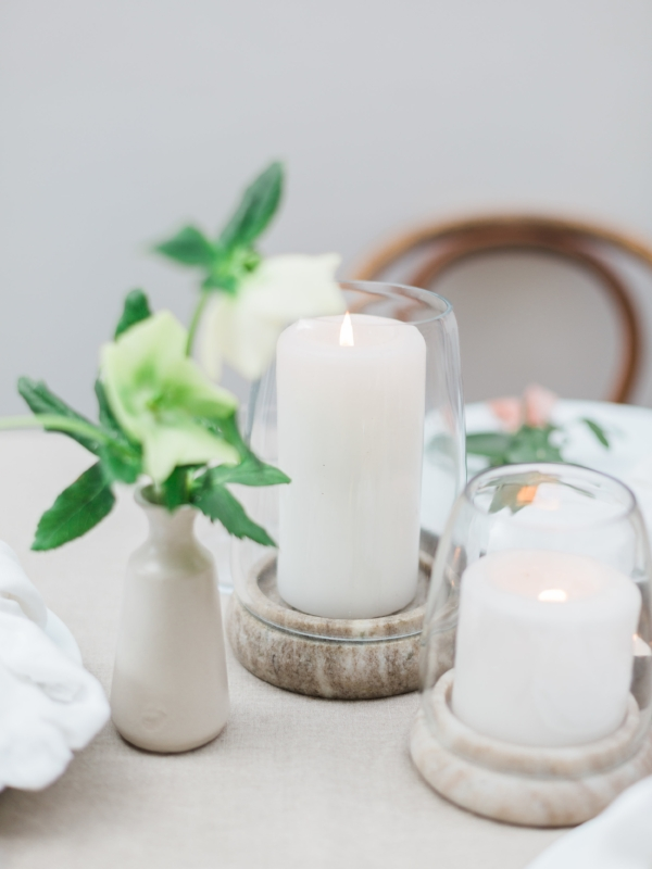 Minimal candle decor in glass and marble for centerpiece