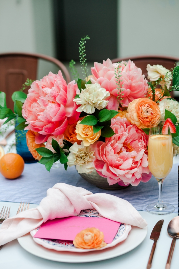 Outdoor rooftop brunch decor in NYC with a bright and fun color palette