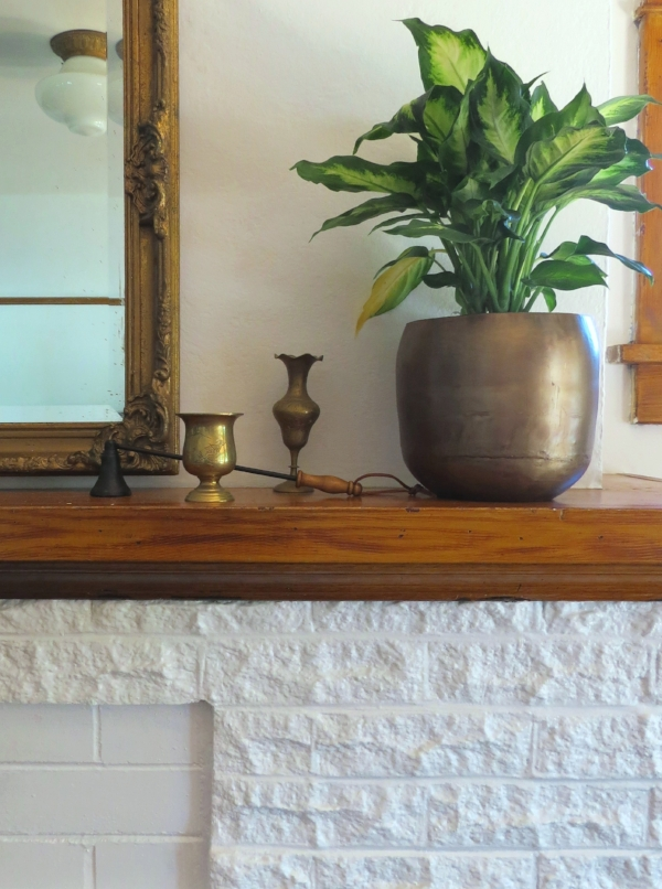 Simple mantel decor for the entire year from Foragedhome.com