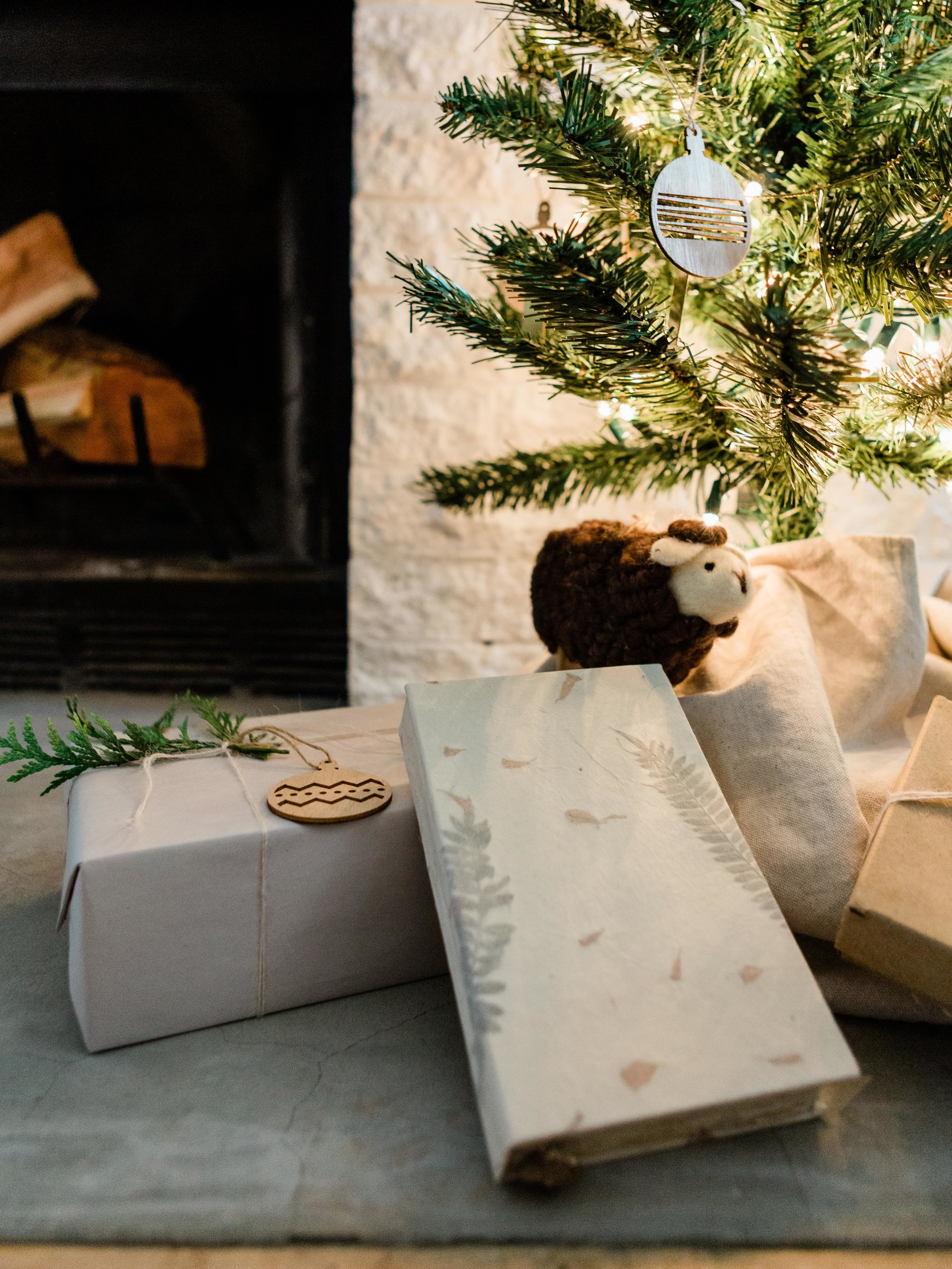 Simple and easy gift wrap ideas from Foraged Home