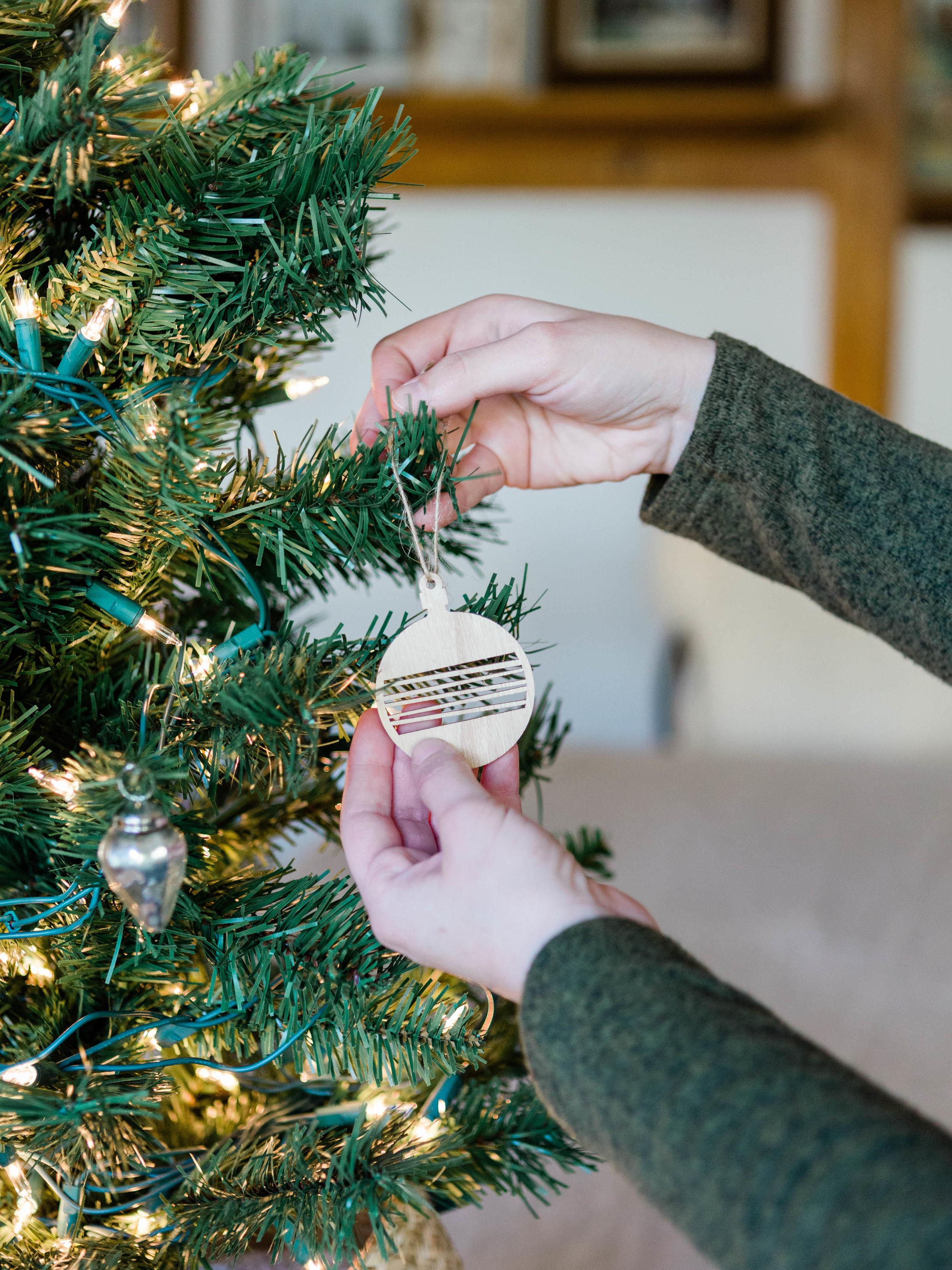Simple and minimal Christmas ornaments from Foraged Home