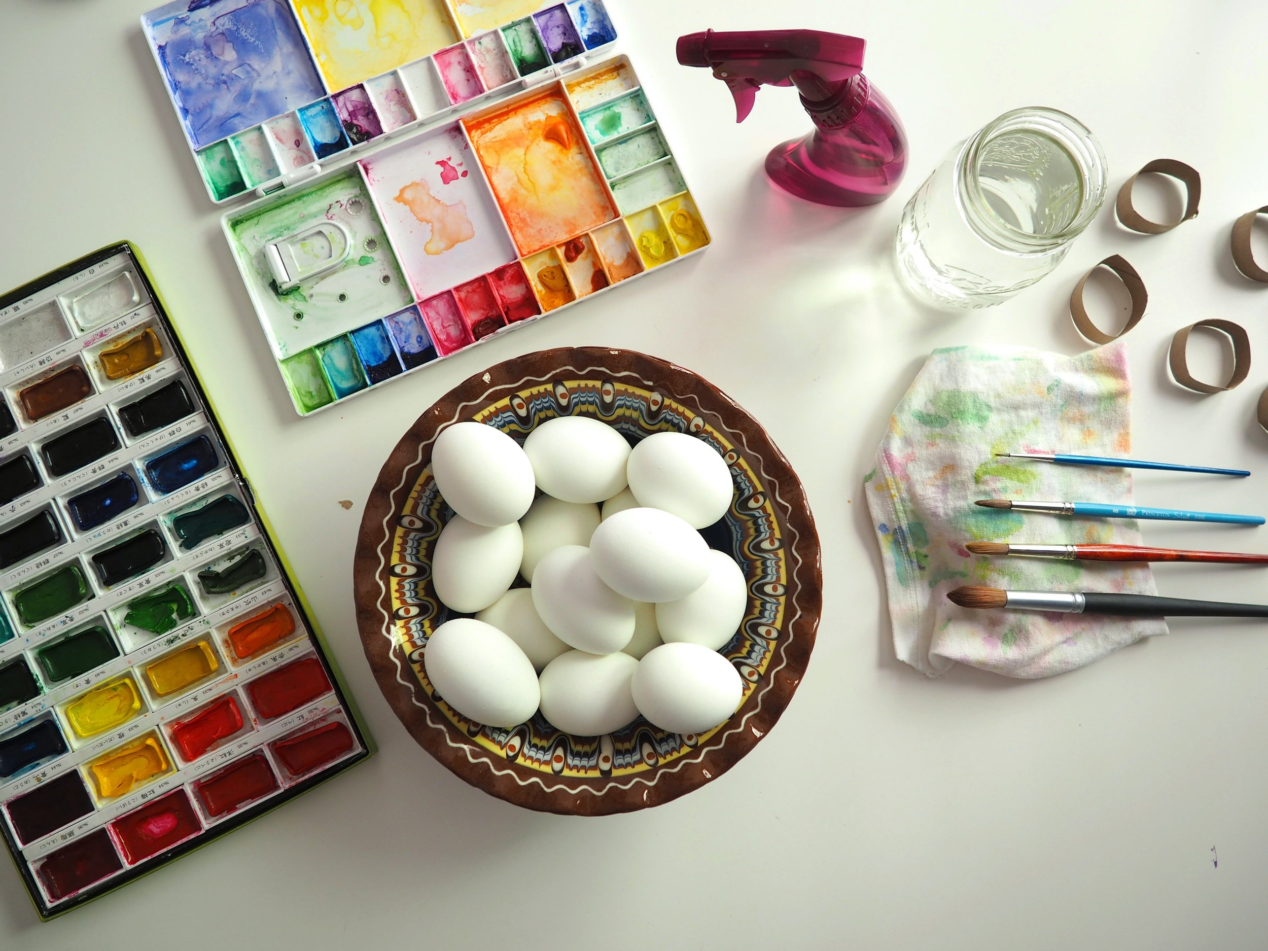 You see? Just hard boiled eggs, watercolors, a brush or two..