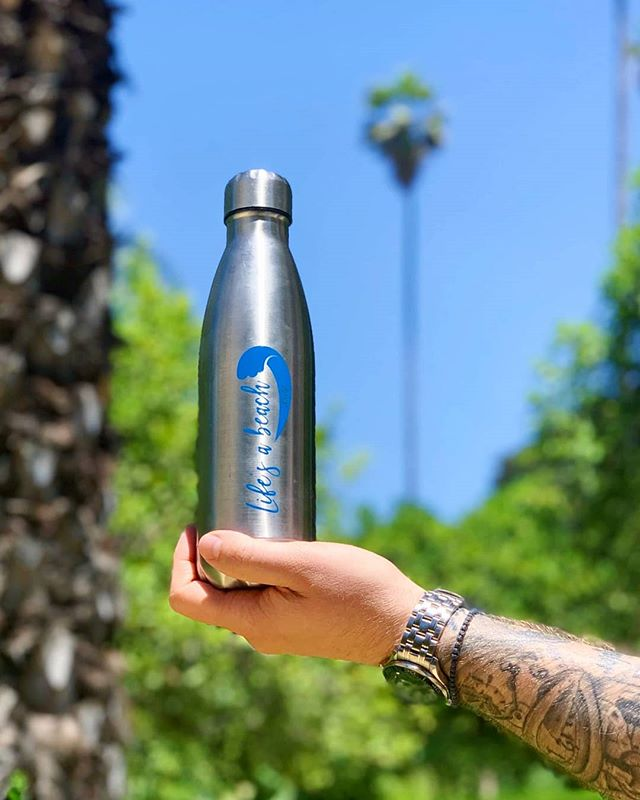 ➡️Father's Day Giveaway⬅️ To celebrate all of the wonderful dads out there, we've teamed up with @lifesabeachuk (non-profit by @procookuk!) to give FIVE lucky followers a reusable stainless steel bottle of their choice. Say thank you to your papa or hubby on their special day, whilst looking after the planet 😊 🌊To enter (UK only), all you have to do is:  1. Follow @lifesabeachuk & @plasticfreemeorg  2. Like this post  3. Tag two friends who would give this as a gift too! ---- 🌍The winners will be drawn at random and announced on Thursday 13th June, and your bottles will be posted in time for Father's Day. Good luck! 🤦(PS Father's Day is next week, 16th June, in case you've forgotten 😉) ----- Food for thought: According to our IG statistics, 88% of our following are women and only 12% are men (Apologies that IG is still stuck in binary 😑). Do you think women are more eco-minded than men, or simply that more products are engineered with femininity in mind? Would love to hear your thoughts, so please let us know in the comments or tag us on #plasticfreeme !  #fathersdaygifts #competitiontime #ilovemydad