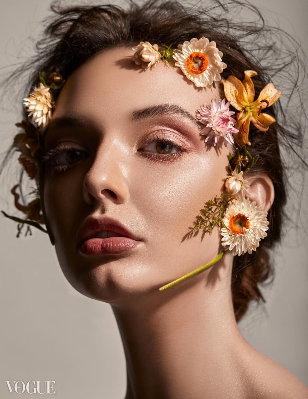 Alex Vogue 01.jpg
