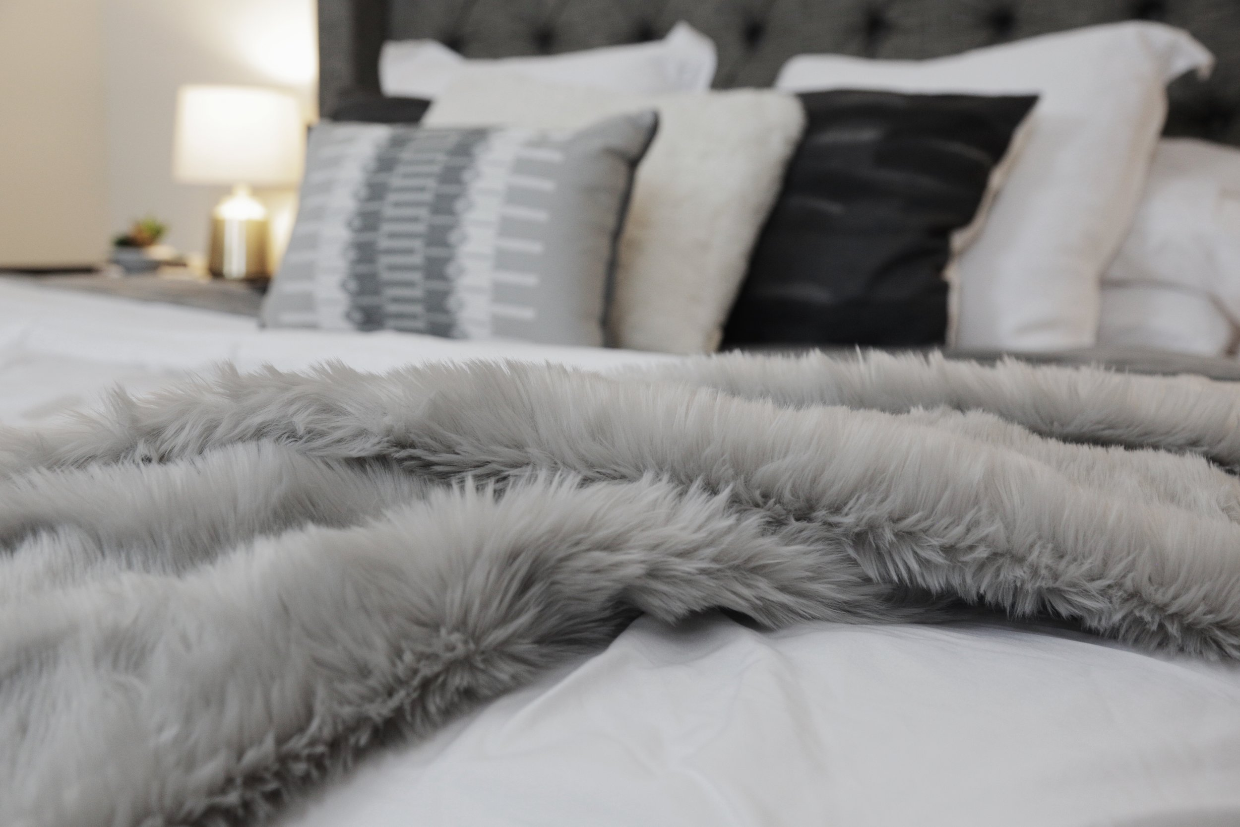 How to: Style Your Bed - kristenmcgowan.com
