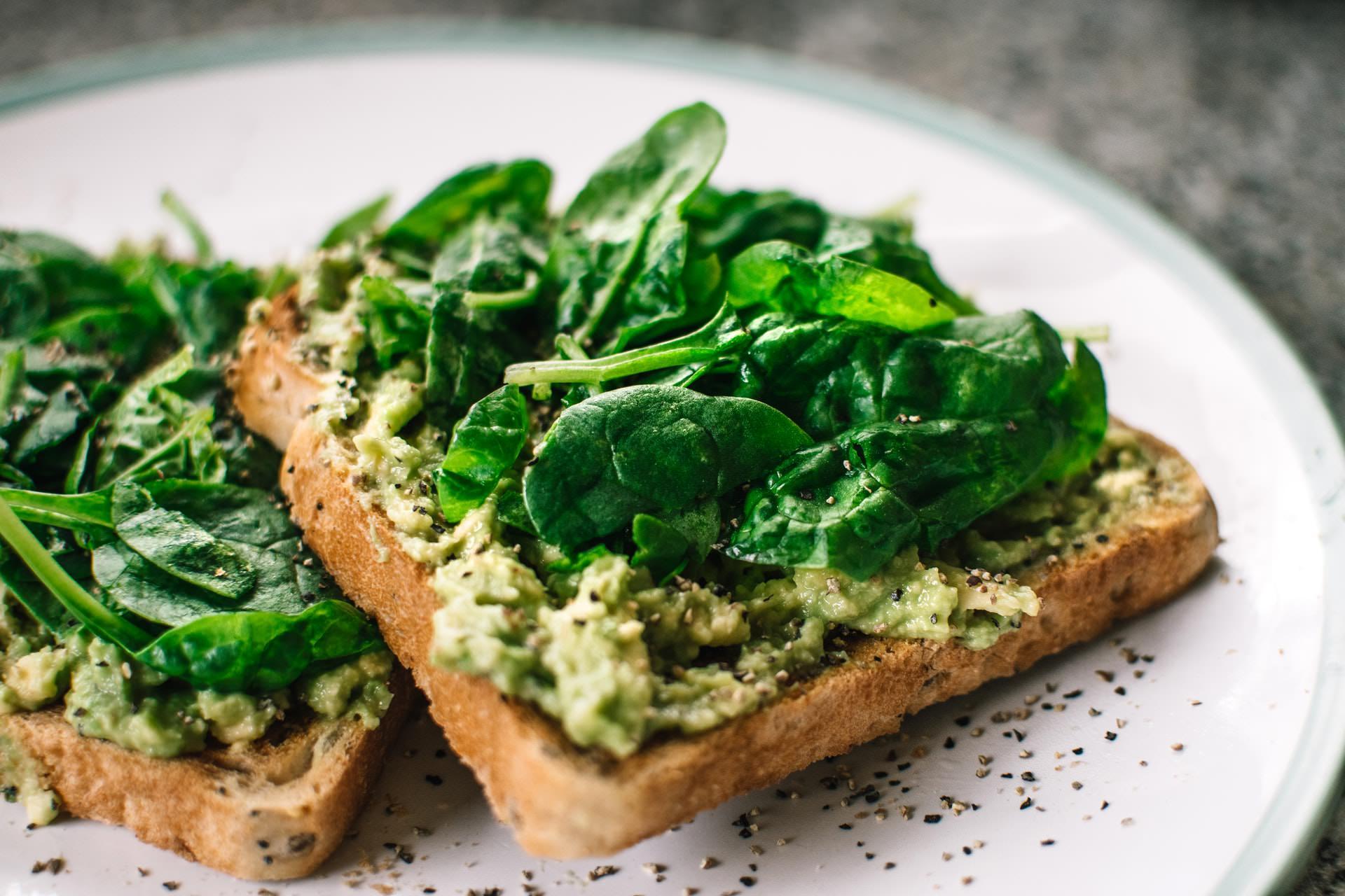 spinach avocado toast healthy