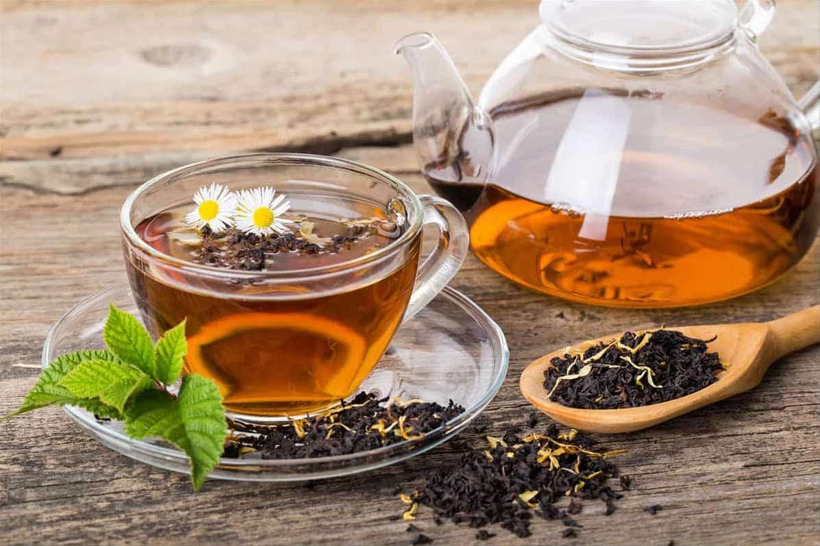 oolong black tea on wooden palette