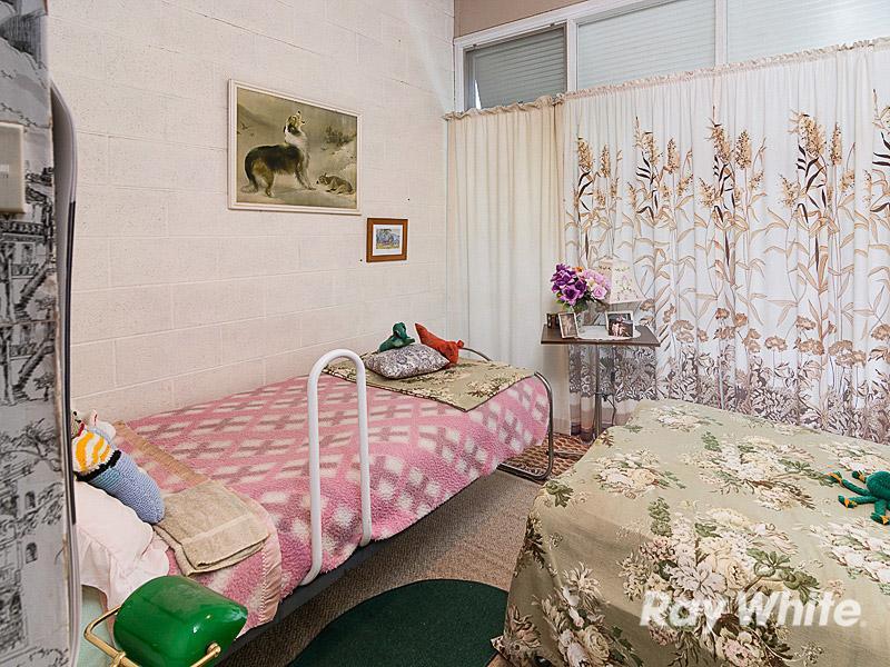 Bridge St bedroom 2 - BEFORE