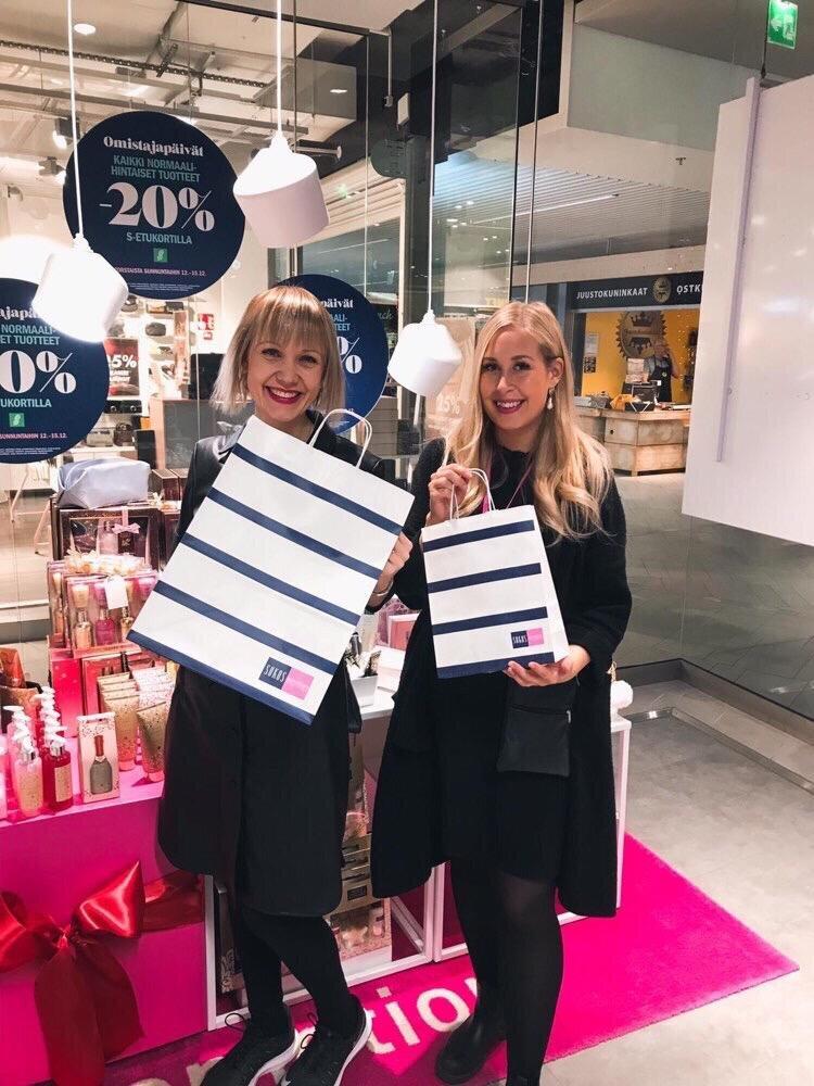 Sokos - Sokos在芬兰拥有最广泛的芬兰高质量零售商店网络,有19家百货商店和34家化妆品商店。他们每年的塑料袋消费量在2-3百万袋之间。必威app精装版苹果版betway必威安卓PapTic®Tringa袋(三种尺寸)于2019年12月取代了塑料袋。一个承认的意大利纸袋制造商生产了袋子。他们现在正在使用每个Sokos商店。根据2020年3月对消费者的采访(90人),绝大多数消费者喜欢Paptic®-袋的外观和感觉。betway必威安卓必威app精装版苹果版良好的可折叠性、柔软性和强度使其可重复使用。消费者重复使用塑料袋的比例正在增长- Paptic®袋是一个理想的和环保的选择。betway必威安卓必威app精装版苹果版改用可重复使用的Paptic®袋是消费者赞赏必威app精装版苹果版betway必威安卓的一项可持续行动。97%的受访者表示,这一转变显著(66%)或在一定程度上(31%)影响了他们对索科斯可持续发展公司和品牌的看法。