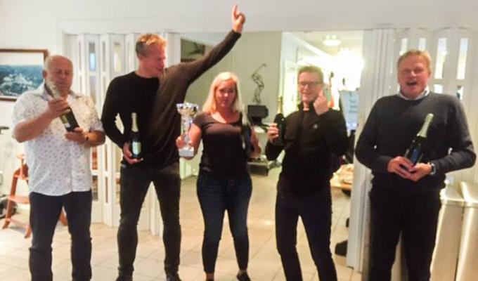 Stolte vinnere av golfturneringen. Fra venstre: Bjarne Sunsdal fra Suntec, Ånon Ausland fra TeamTec, Cathrine Flatner Ask, Risør Engineering, Viggo Øarsen, IMS og Ole Andreas Liljedahl Sandberg, Gjerstad kommune.
