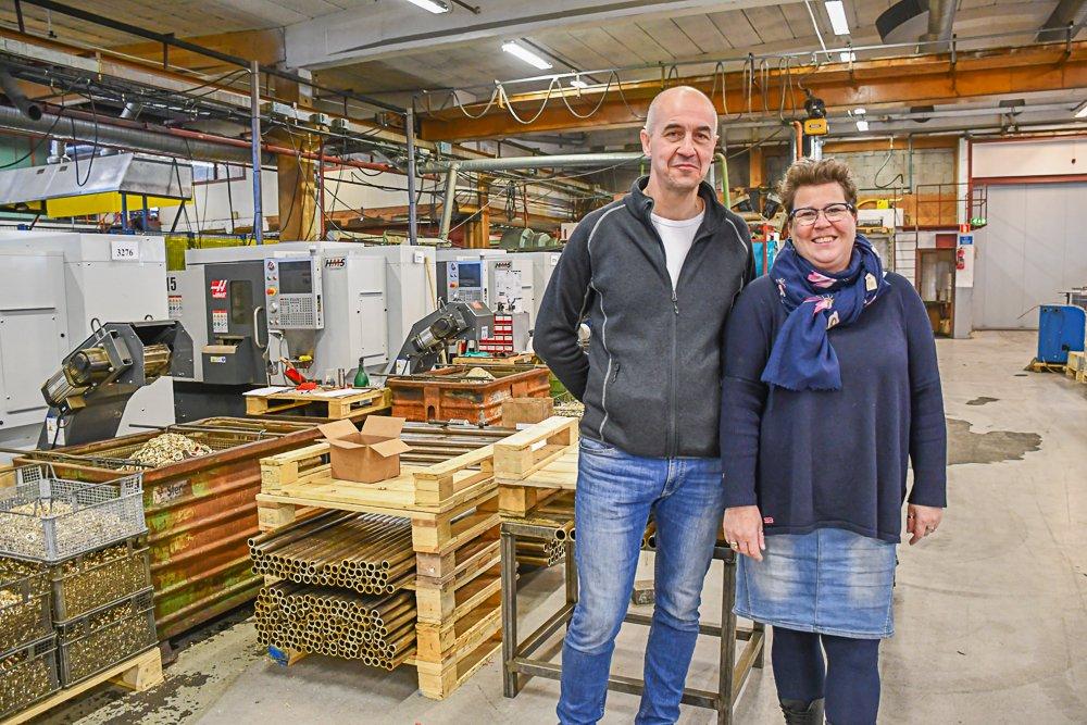 Produksjonssjef Tomas Hoel og bedriftseier og daglig leder Ellen M. Olsen. Foto:Mette Urdahl