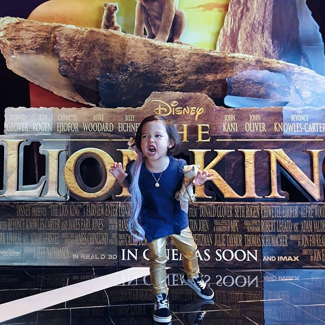 Tonight's mane event 🦁 @lionking on an #imaxwithlaser screen at @vistacinemas in @evialifestylecenter and #missauroralouise, the Disney freak who insisted on wearing her hair extensions and knows every princess & every song to ever grace the Disney screen! 🤪 Note: Remember when she was obsessed with Lion King when they came  to Manila last year? We watched them on stage twice! 😂 We really enjoyed this experience. Another flick that I strongly suggest to watch on IMAX with cheese popcorn and Gong Cha wintermelon milk tea. Totes worth it! 🤤 #haynakoali #thelionkingPH #vistacinemaslionking #evialifestylecenter #momswithgirls #motherdaughter #saturdates #movienight