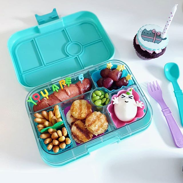 Late post lunch for my 6 year old! Packed healthy, cheesy Hungarian sausage with zero preservatives, additives and less salt in her #yumbox with gluten free grilled cheese sandwiches. Message @bstehmeier for details and menu options! I have referred a ton of friends who are now weekly buyers of her assortment of delicious hotdogs, only 250 for a pack of 7! 🌭 #nikkimbento #maketheswitch #whatsinmyyumbox #yumboxlove #yumboxlunch #bentoph