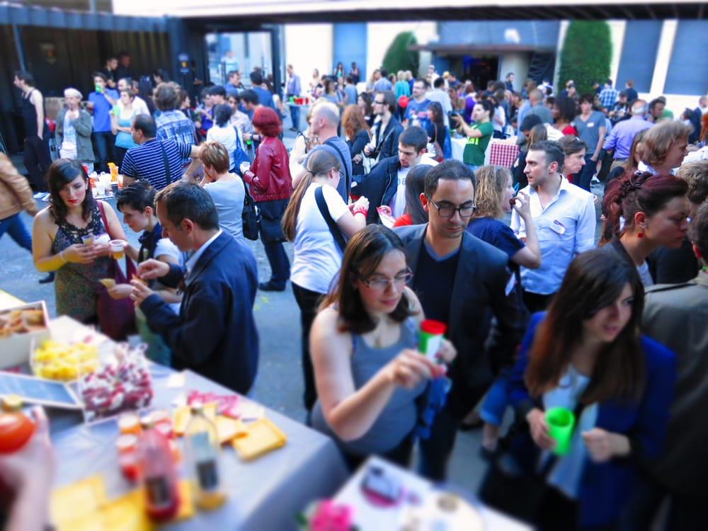 Anniversaire de Yelp Lyon au Transbordeur - 450 personnes et 20 partenaires pour le premier anniversaire de Yelp à Lyon. Juin 2012.