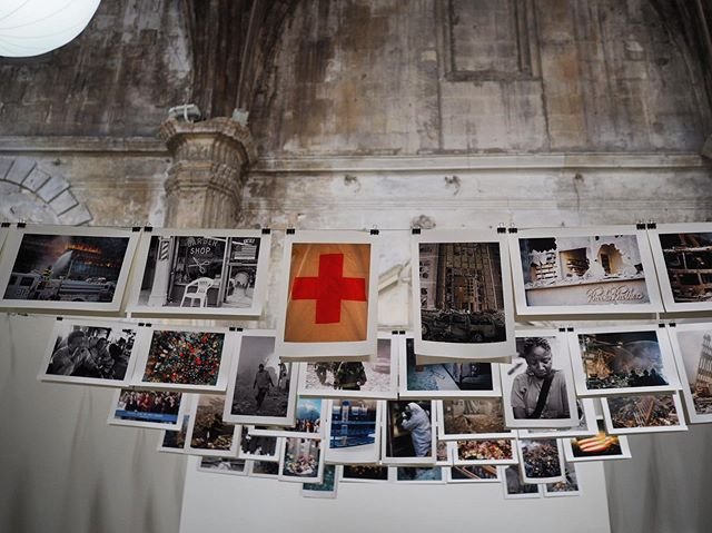 Pèlerinage photo annuel aux @rencontresarles 📸  50 ans de festival cette année et toujours de super lieux et des scénographies bien travaillées. Je partagerai quelques coups de cœur plus tard, en attendant on profite ! 📸🍦🍻