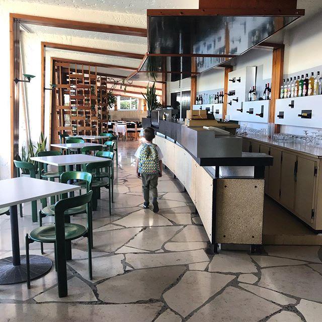 Ah, le charme rétro de l'hôtel des Cabanettes, juste à côté de Arles. Plus de photos à venir et un vrai coup de cœur pour cet hôtel dans son jus, tout juste repris par de nouveaux propriétaires. On recommande !