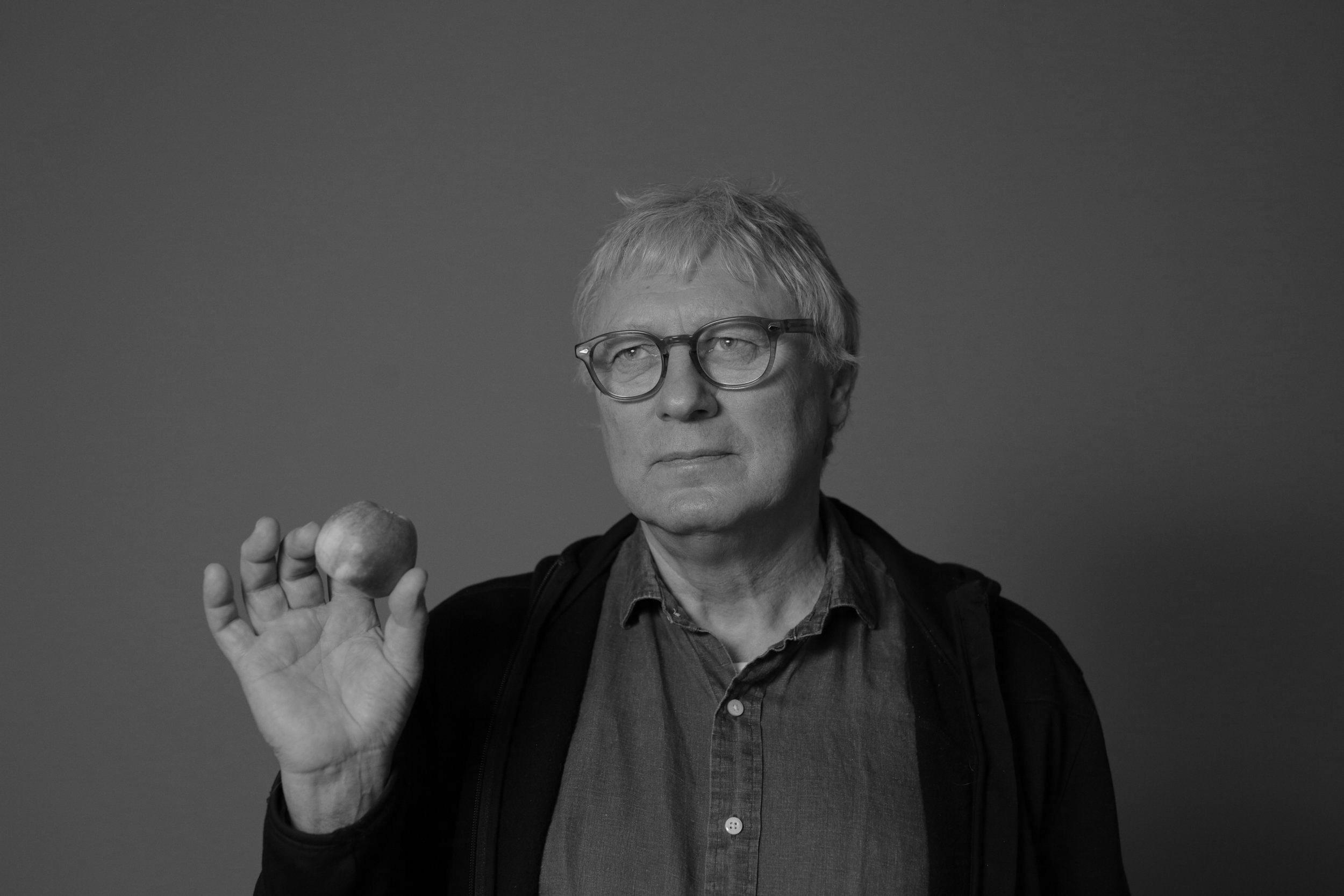 Stig Andersen  Produsent og regissør +47 905 65 344  stig (at) indiefilm.no   Stig er utdannet kunsthistoriker fra Universitet i Oslo og har jobbet i TV og dokumentar i mer enn 40 år. Han begynte sin karriere i NRK hvor han bidra til opprettelsen av NRK2. Siden har han jobbet for Motlys, Nordisk Film og var dokumentarfilmkonsulent i NFI fra 2008-12. I Indie Film har Stig produsert  Arctic Superstar  og regisserer nå på fulltid  Munch i Helvete.