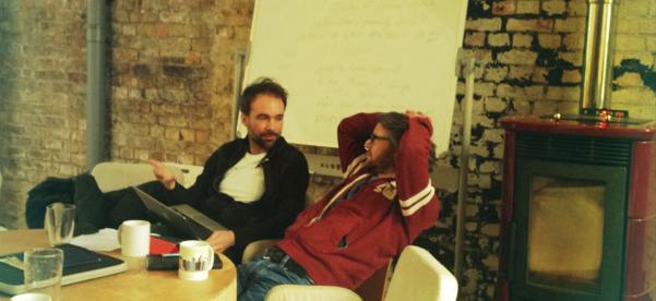Carsten og Kristian i dype produsentaktige diskusjoner