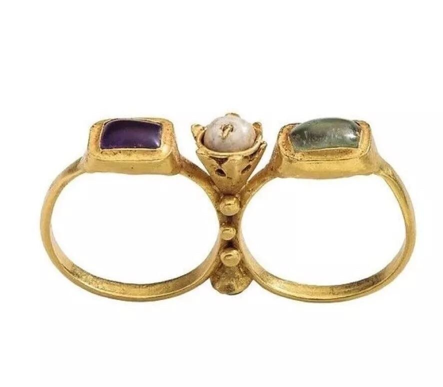 Two-finger ring, early 6th century.