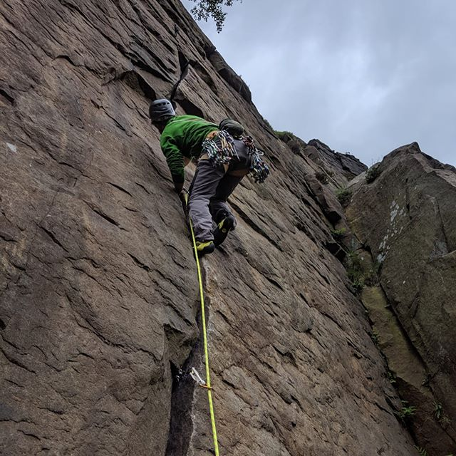 @twallan9 has continued showin' meh 'bout Yorkshire and Derbyshires finest rock. Only climbing cracks, cherry picking classics like the Embankment finger cracks at Millstone, the hands sized Terrazza/orang-outing at Stanage and the brutal Charming/Giggling ow cracks at Brimham!  BIG thanks to Tom for taking time to show me around and signing up for such painful routes! Tom and his partner jess lost their child Molly this year and he's signed up for a 38mile race to raise money for specialist research through Tommys- if you'd like to show your support for this deserving cause use this link https://www.justgiving.com/fundraising/molly-isobel-allan?fbclid=IwAR1sGs7Ut1pZa0wm0nCIVBctMkWXdBpdSwi9Jo7aWJ2T9aOtzHwMBcQ8h8Y  #crackclimbing #justgiving #peakdistrict #offwidth #wideboyz #wannabe #tapeup #splitter #pumpingiron #avocado #pizza #irishfolk #camera #realale