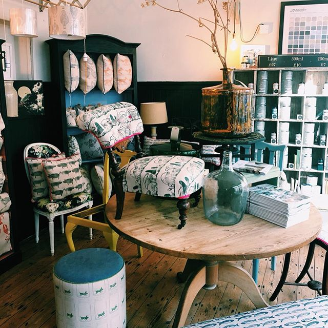 Beautiful Lino prints ✔️ Cute reupholstered furniture ✔️ Beautiful little shop ✔️ ... Stumbled upon some gorgeous lino prints in #hythe ! The prints are used to lovingly reupholster items at the @thechairladyhythe Such a lovely little shop! And the fish pattern on the chair is amazing 😱😍 ... #linocut #linocutprint #illustration #art #smallbusiness #reupholstery #illustrated #art #design #kent #sketch #art #drawing #illustration #artist #instaart #artistsoninstagram #ink #artoftheday #creative #instaartist #arts #instadraw
