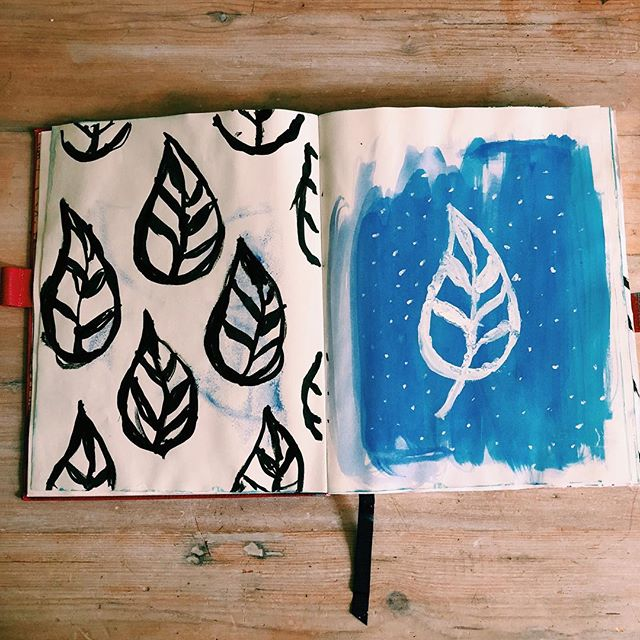 These stamps were made by hand carving the simplistic leaf design out of wood and #blockprinting straight into my #sketchbook - I did an evening class in wood carving and decided to create some Indian style block prints, the carving was pretty fiddly (I even missed the wood, cut my finger very dramatically and fainted in one of the classes 🤣🤦🏼‍♀️) but I love that I've carved my own block prints and made my own pattern. I think I'll leave the more intricate patterns to the experts and keep my fingers intact for now 🙊  #blockprints #woodcarving #woodblockprint #illustration #sketchbook #sketchbooktour #flatlayjournal #fromabove #flatlay #mysketchbook #sketchbookartist #design #sketchdaily #artist #instaart #showyoursketchbook #showyoursketch #sketch #painting #blockprinted