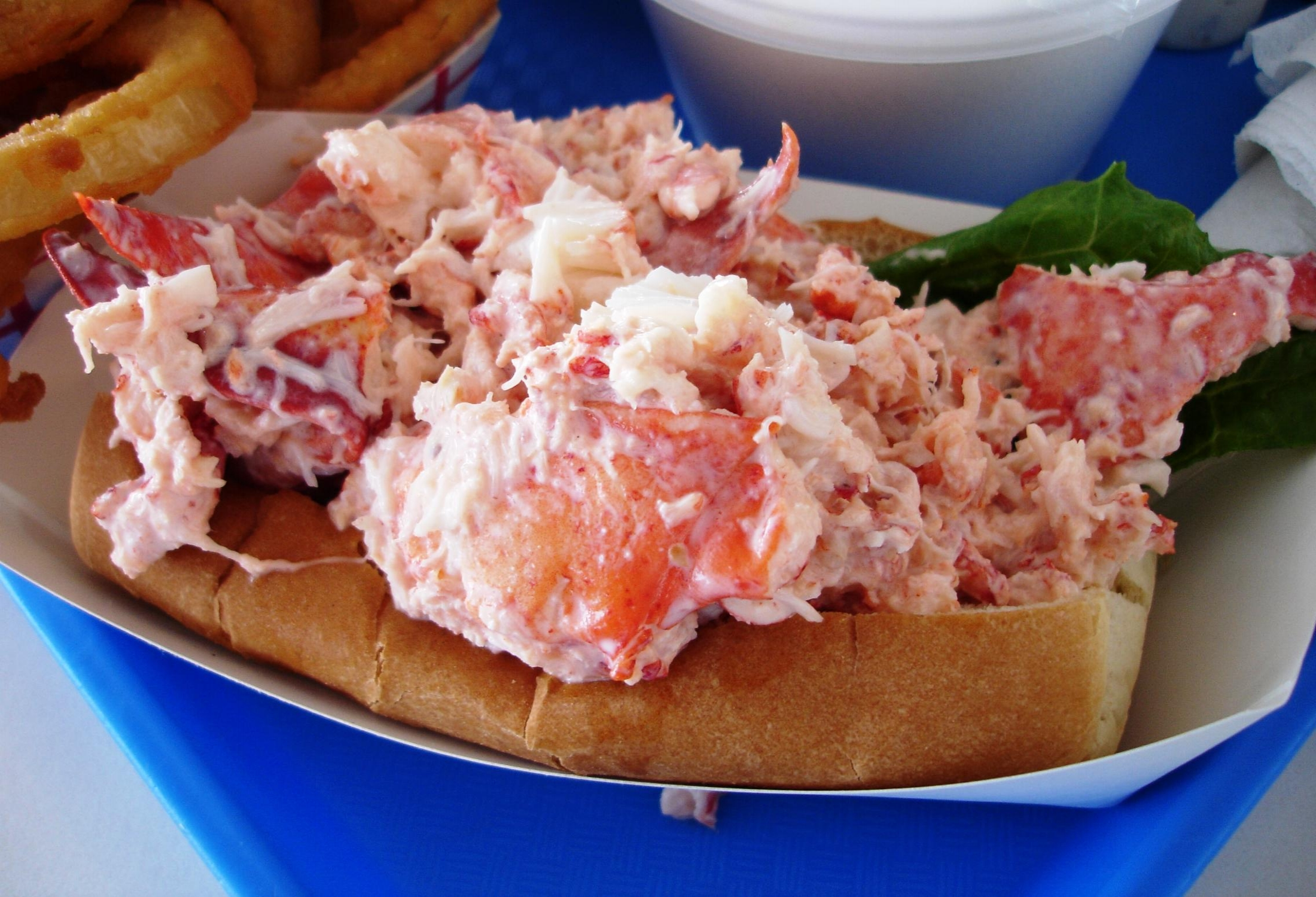 Lobster roll.jpg